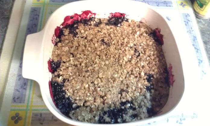 berry crumble pic